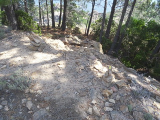 Chemin de Luviu : cairns d'arrivée de la section 15 sur la piste supérieure de Luviu