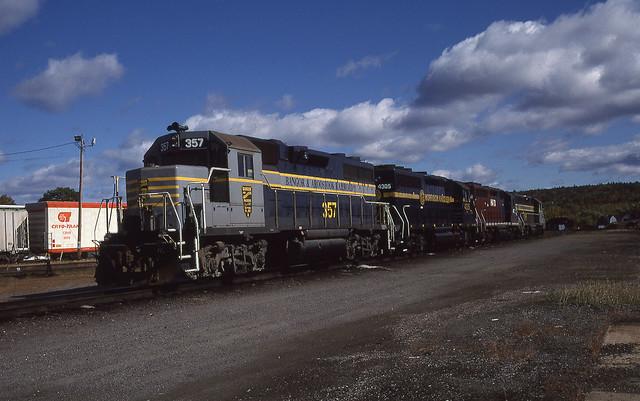 BAR Bangor & Aroostook (IR)  GP38 #357 Brownville Jct., ME 10-03-98