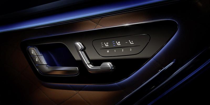 2021-Mercedes-S-Class-Interior-10