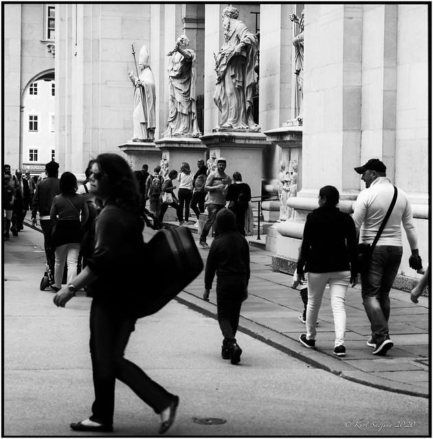 Touristen vor dem Dom_Hasselblad 503cx