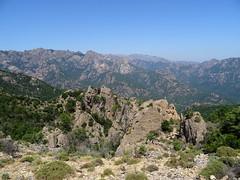 Vues des crêtes et ravins du Haut-Cavu depuis la piste supérieure de Luviu