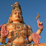 Statue dorée de Shiva en face du temple Koneswaram