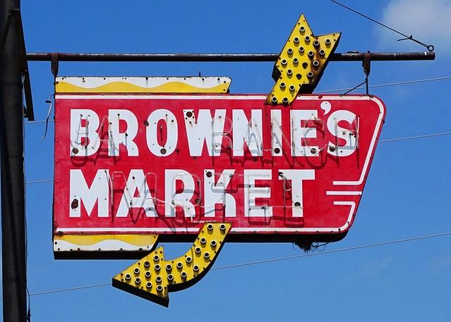 IL, Urbana-U.S. 45 Brownie's Market Neon Sign