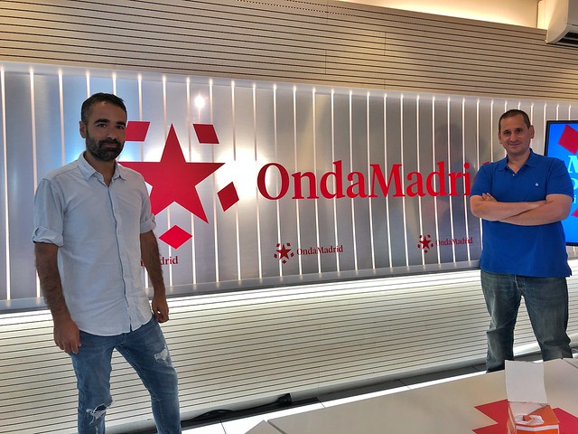 A la izquierda Rodrigo de Pablo. A la derecha, Sele, en los estudios de Onda Madrid en Ciudad de la Imagen.