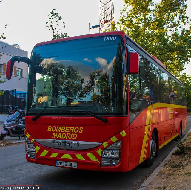 Iveco Crossway BU (Autobus 1680) perteneciente a los Bomberos de Madrid y ubicado en la escuela de los bomberos.