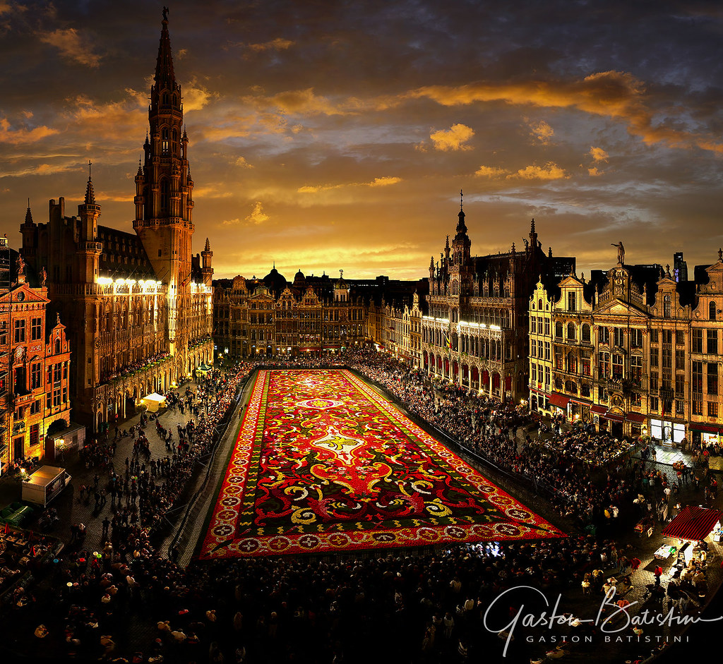 Because of the Covid, there will be no flower carpet on the Grand-place in Brussels on August 15. I remember this carpet from 2008 and I wish to meet you in 2021
