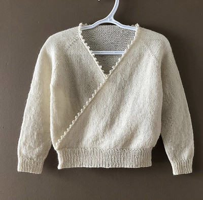 This is Lise (Mattedcat)'s other test knit for Dani Sunshine. This is Pirouette knit using Garnstudio Drops Flora!