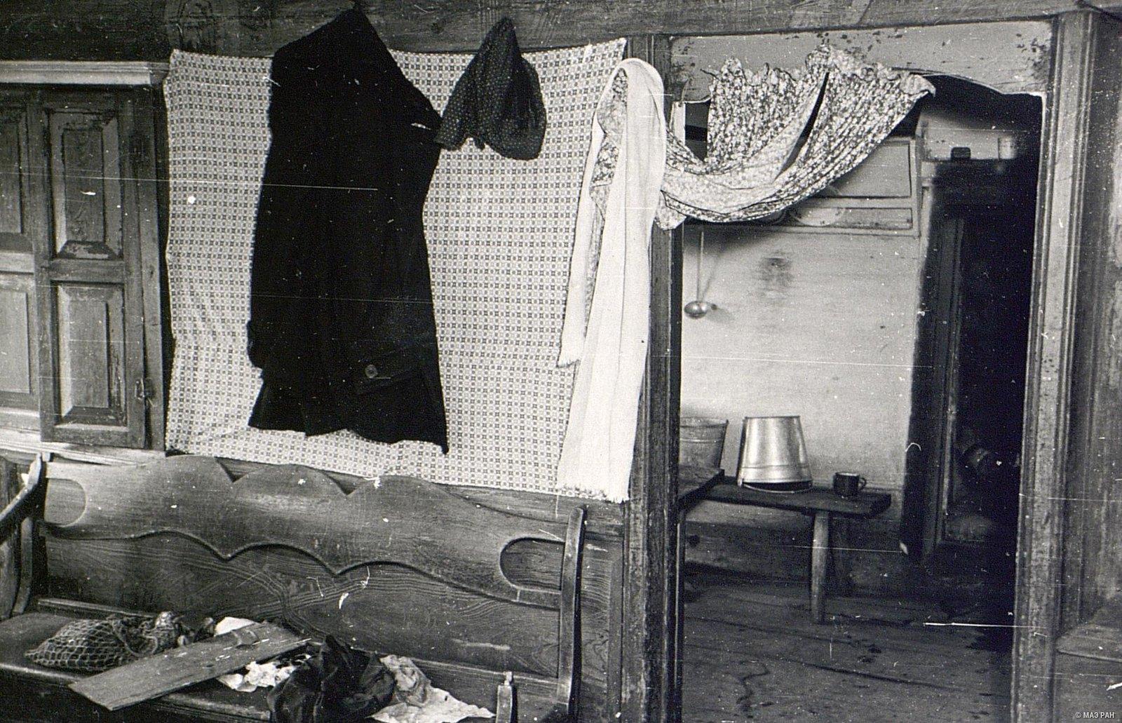 Диван в доме А.И. Чунина