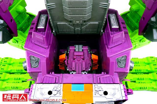 孩之寶變形金剛塞博坦之戰地球崛起「薩克巨人」開箱報告 泰坦級的威脅降臨、恐怖大帝霸氣參戰!