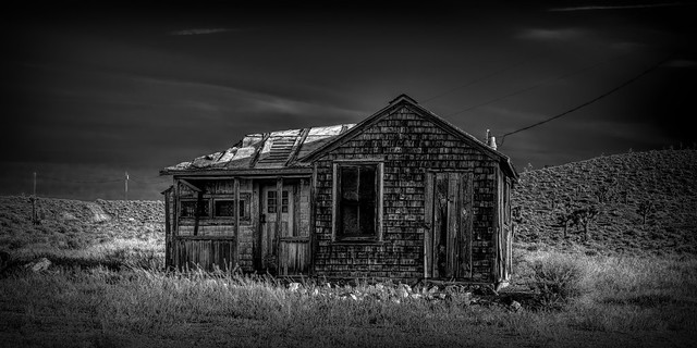 02469376423120355-127-20-08-Cozy Living in Goldfield Nevada-10-Black and White