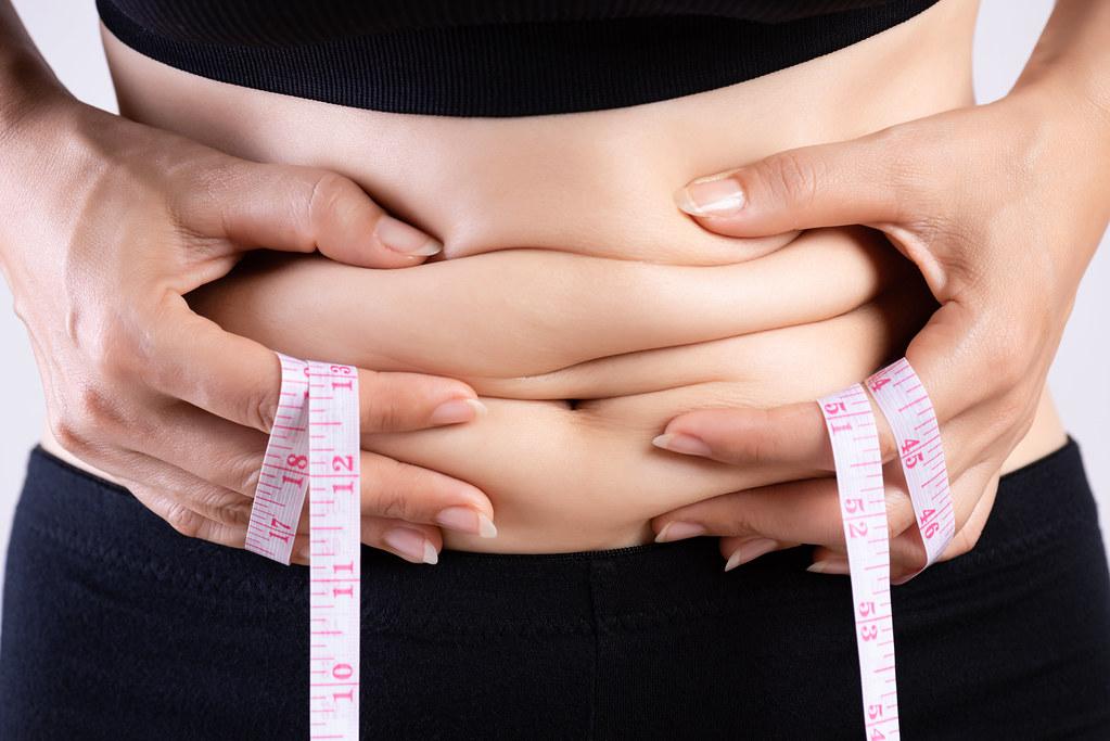 間歇性斷食法是藉由減少吃東西的時間,達到減少整體熱量攝取的效果,除了可以幫助減重,還可以延緩老化,減少高血壓等等慢性病的發生。