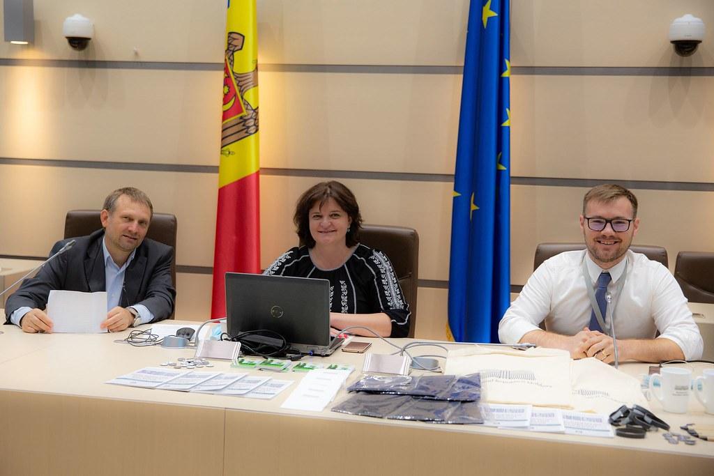"""14.08.2020 Participanții Programului DOR în vizită """"virtuală"""" la Parlament"""