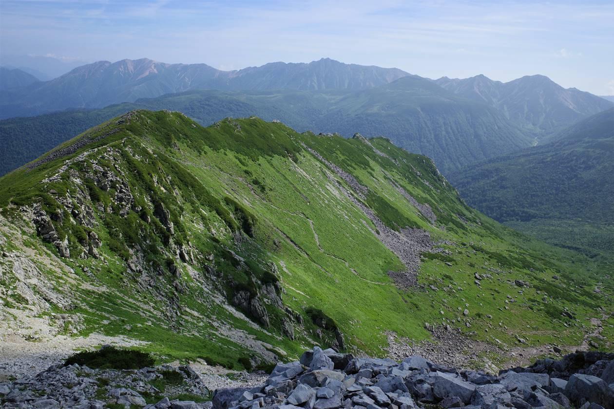 黒部五郎岳のカール風景と北アルプスの名峰群
