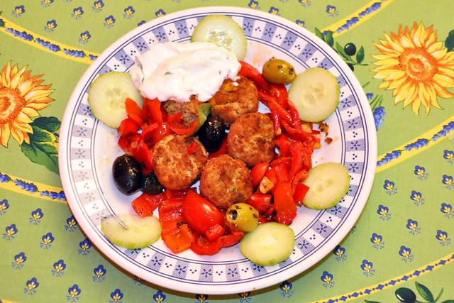 August 2020 ... Falafel, rotes Paprikagemüse, Knoblauch-Dip ... Brigitte Stolle