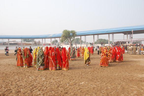 DSC_1813IndiaPushkarDansgroepZoektOpstelling