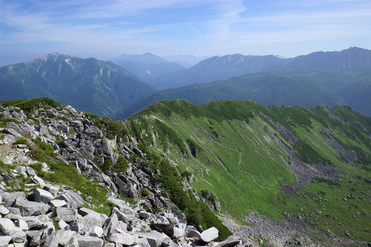 黒部五郎岳のカール稜線と薬師岳