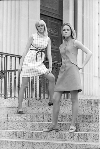 Baylor University Students, 1968-69: Fashion in front of Armstrong-Browning Library (2)