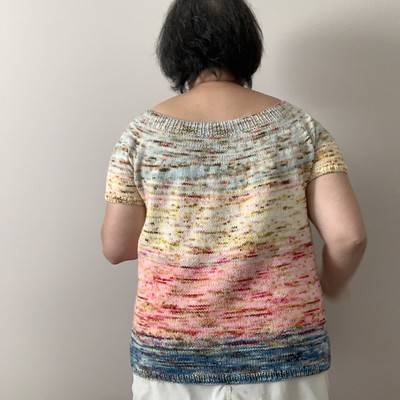I decided to frog my original hem ribbing and add a fourth colour to add more length to my V-Back Tee by Jamie Hoffman!