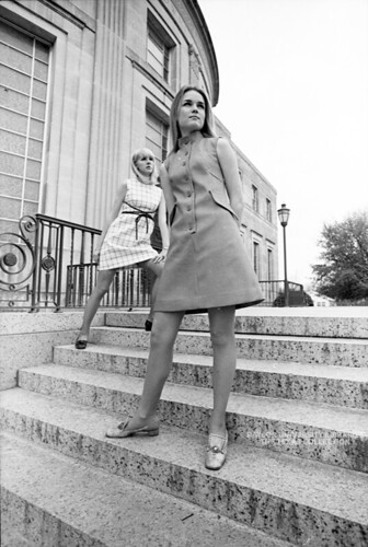Baylor University Students, 1968-69: Fashion in front of Armstrong-Browning Library (3)