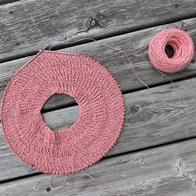 On my needles is Anker's Summer Shirt by PetiteKnit that I am knitting using LoftyFibre Euroflax Sport in Soft Coral! Check out the other available colours in this and Schoppel Wolle El Linio.