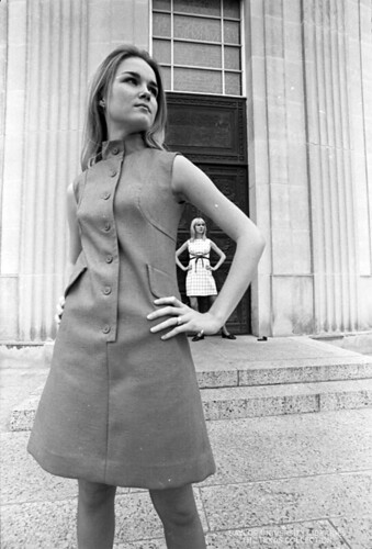 Baylor University Students, 1968-69: Fashion in front of Armstrong-Browning Library (1)