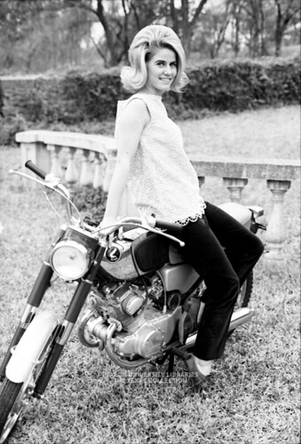Baylor University Students-1967-68, Modeling at Cameron Park, Waco (2)