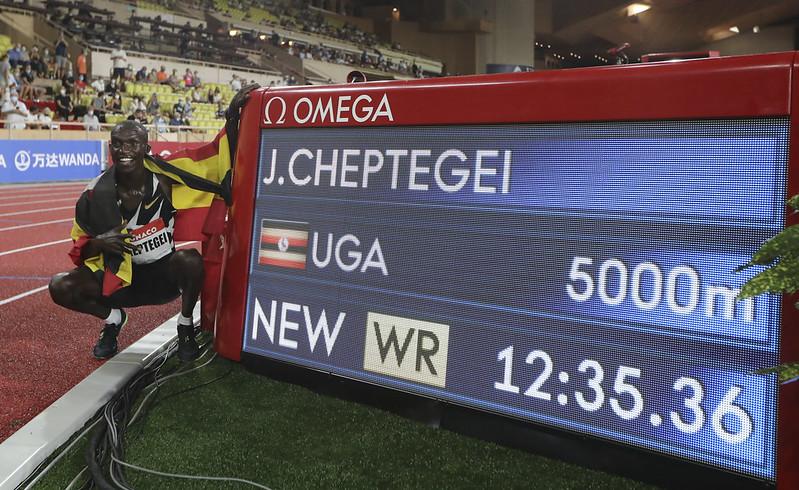 Joshua Cheptegei刷新世界紀錄。(達志影像)