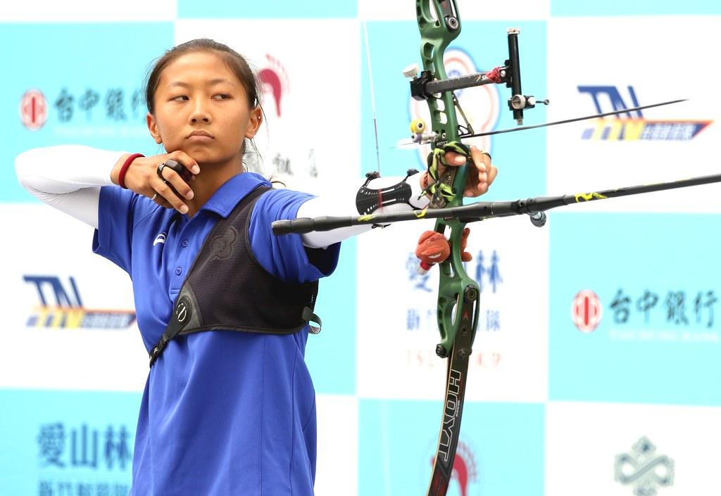 協會青年隊邱意晴以6比2打敗世錦賽雙金后「雷母」雷千瑩。(中華企業射箭聯盟/提供)