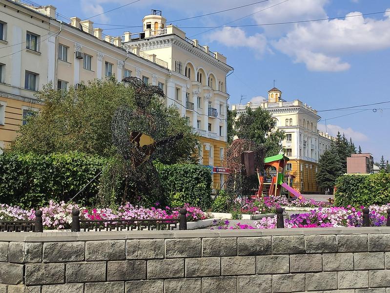Ленинск-Кузнецкий - Скульптуры музыкантов на площади Победы