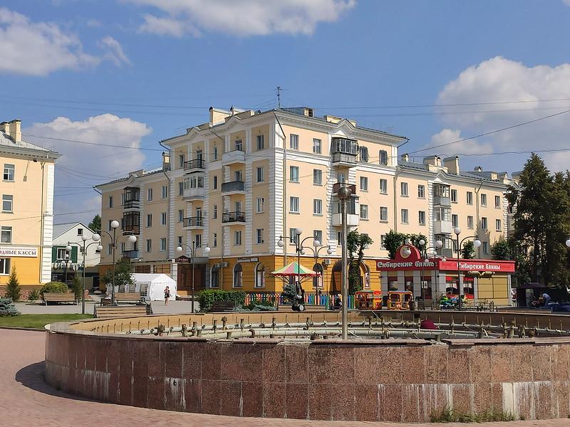 Ленинск-Кузнецкий - Здание на площади Победы