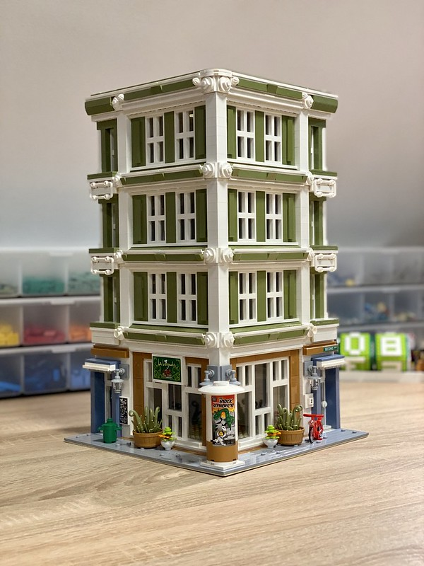 Progresing with my latest MOC, beside the exterior I also finished the stairs inside...I pleased with result so far 😉