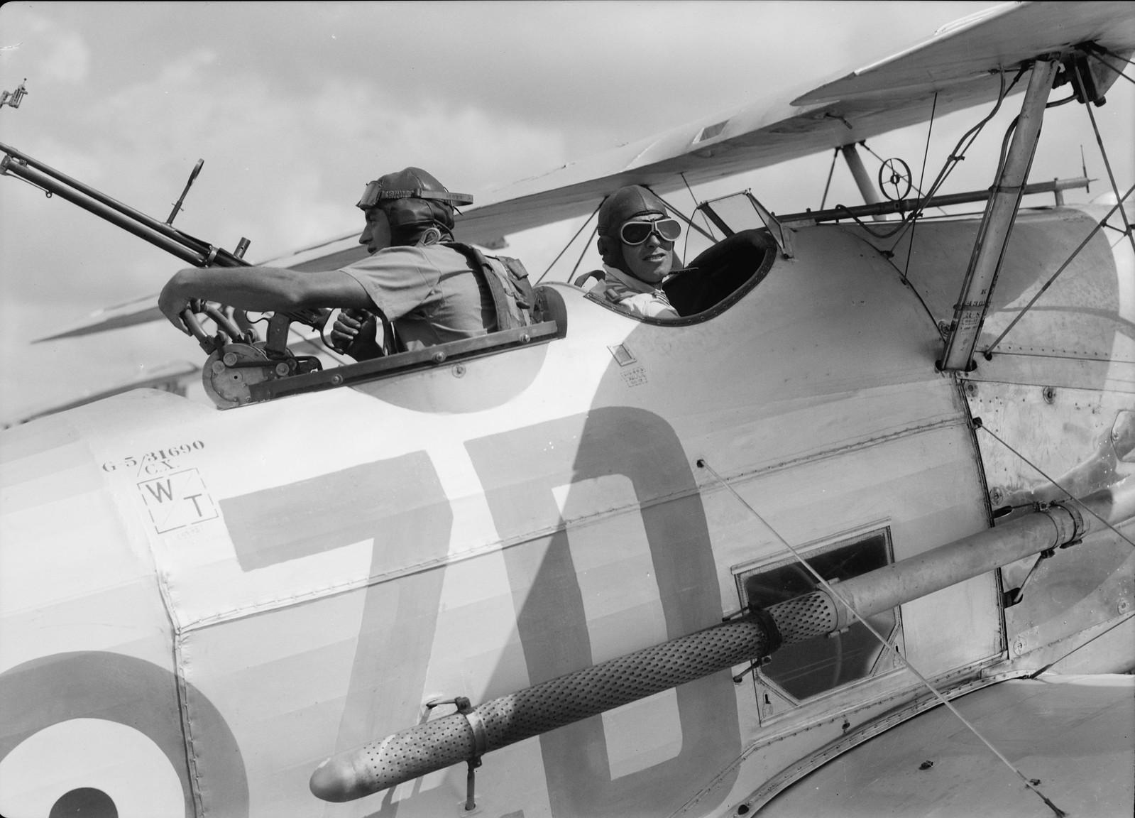 07. Пилот и пулеметчик крупным планом