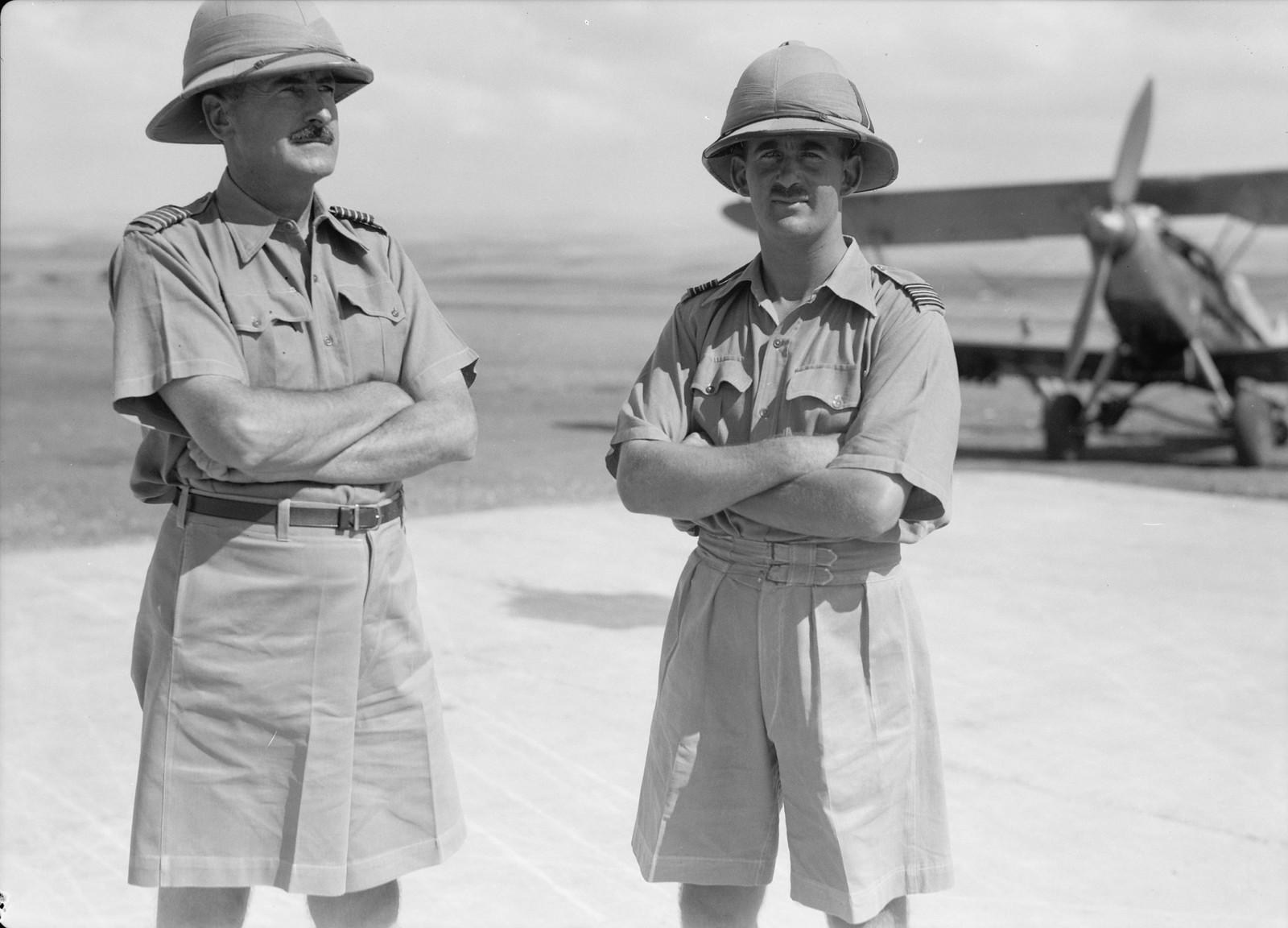 03. Подполковник и майор авиации на аэродроме в Рамле