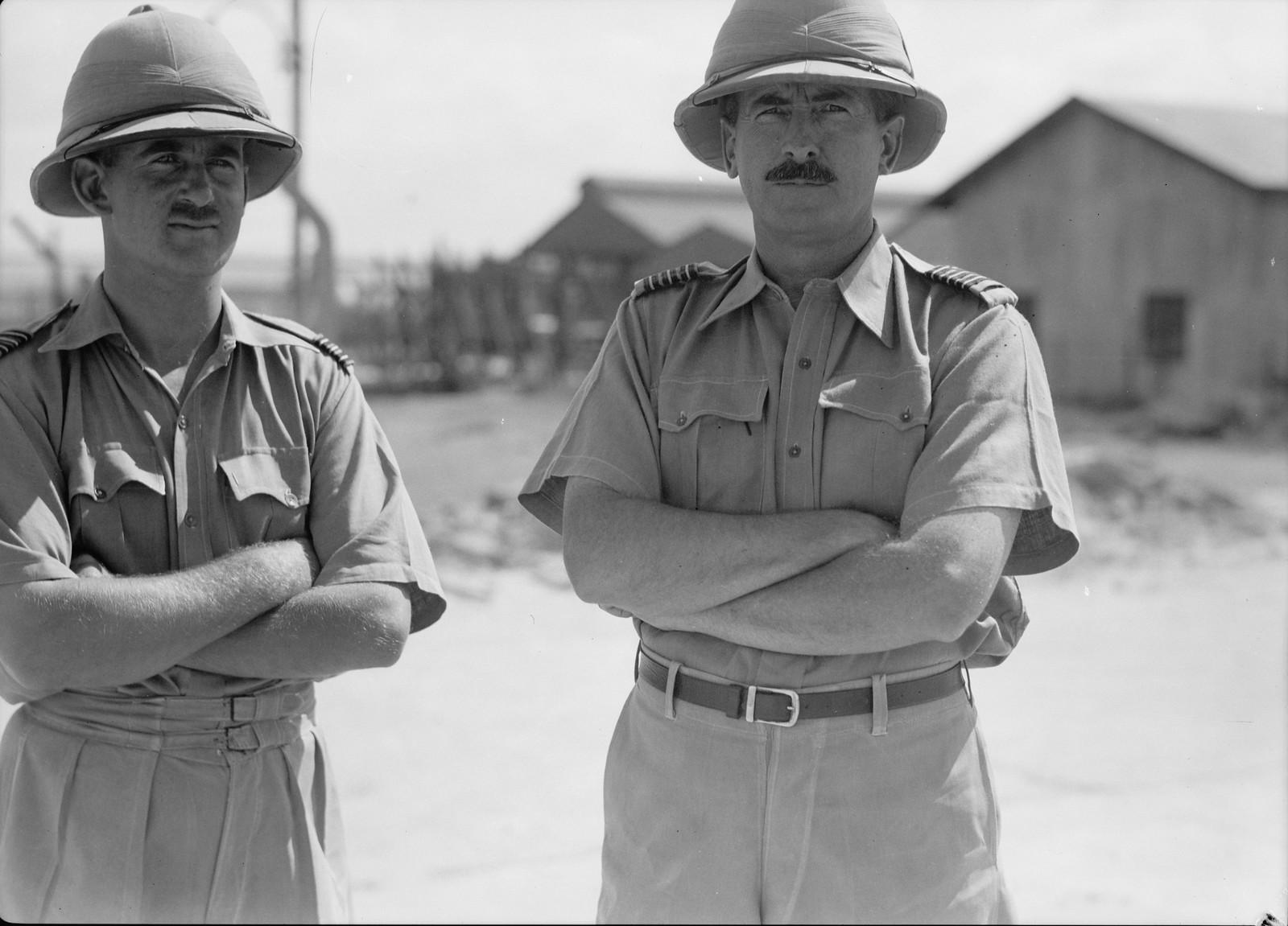 02. Подполковник и майор авиации на аэродроме в Рамле