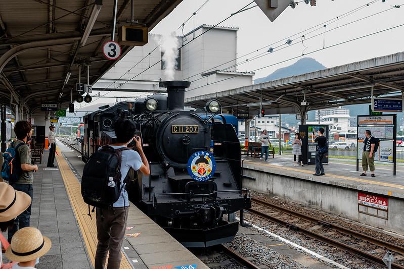 鬼怒川温泉駅に到着するSL大樹