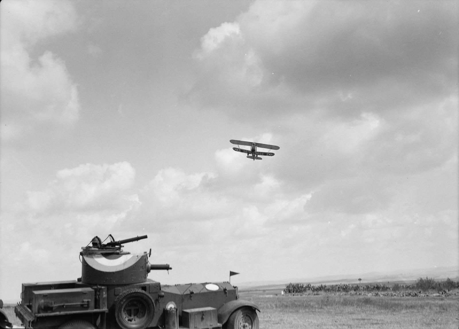 12. Самолет возвращается в ответ на сигнальную ракету