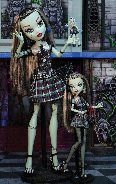 The Largest and Smallest Dolls in your Collection