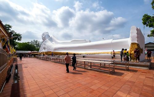 "wat temple buddha buddhism statue thai thailand image market stalls people local friendly วัดสะตือ จังหวัดพระนครศรีอยุธยา ""phra si phranakhonsiayutthaya watsatue"