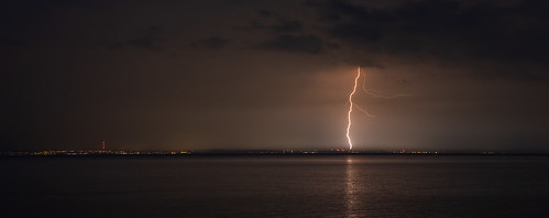 barry wales coast welshcoast britishcoast bristolchannel severnestuary severn somerset exploremore explorebritain outdoor westcountry westcountryclickers longexposure evening summer lightning storm thunderstorm thunder southwales thunderbolt splendidearth majesticearth earthoutdoors seascape water