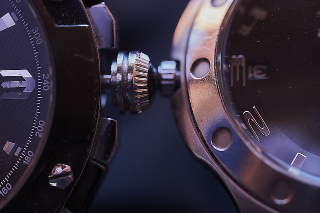 Macro Mondays 170820. Pull and push to set the time
