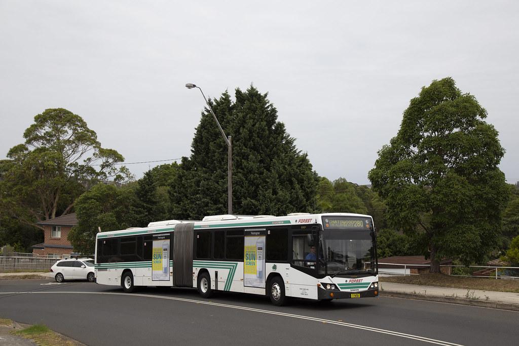 Forest Coach Lines m/o9456 Volvo B12BLEA/Custom Coaches CB60 EvoII climbing Allambie Rd.