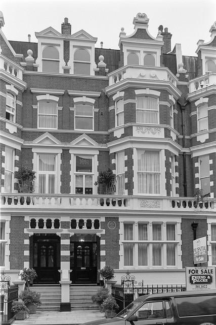 Bolton Gardens, South Kensington, Kensington & Chelsea, 1987  87-12f-44-positive_2400