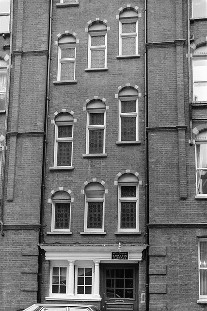 Barkston Gardens, South Kensington, Kensington & Chelsea, 1987  87-12f-32-positive_2400