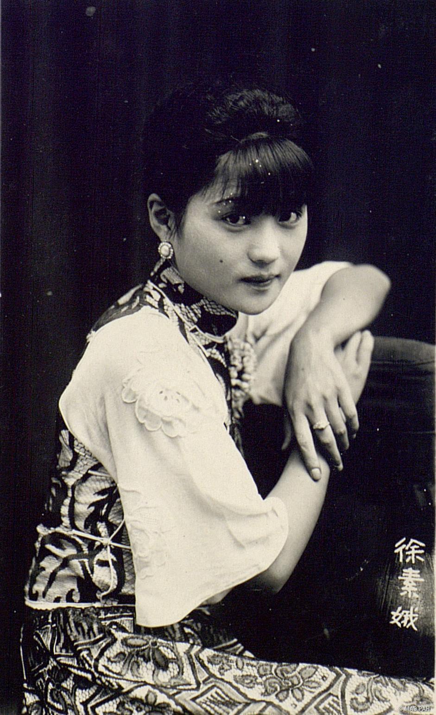 11. Артистка Сю Су-э в китайском платье