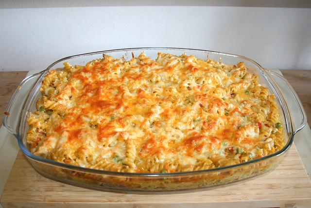 40 - Creamy chicken vegetable pasta bake - Finished baking / Cremiger Hähnchen-Gemüse-Nudelauflauf  - Fertig gebacken