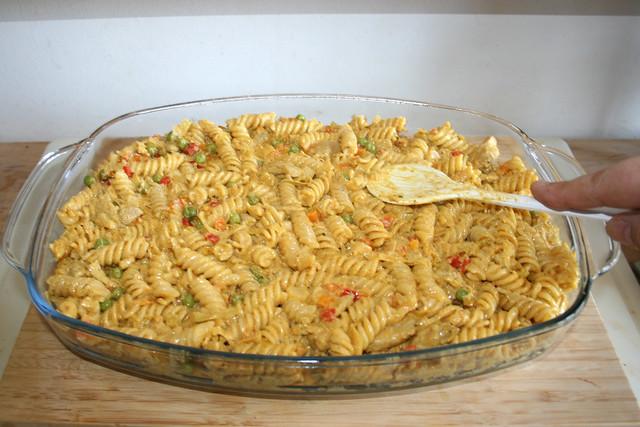 37 - Flatten noodles / Nudeln glatt streichen