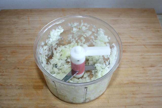 05 - Dice onion / Zwiebel würfeln