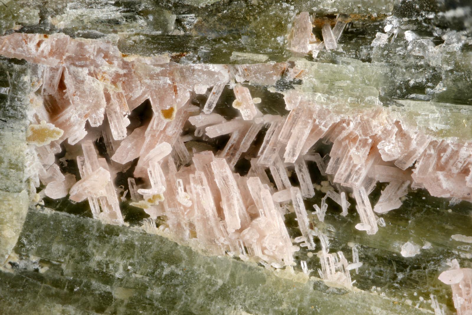フェロバラ輝石 / Ferrorhodonite