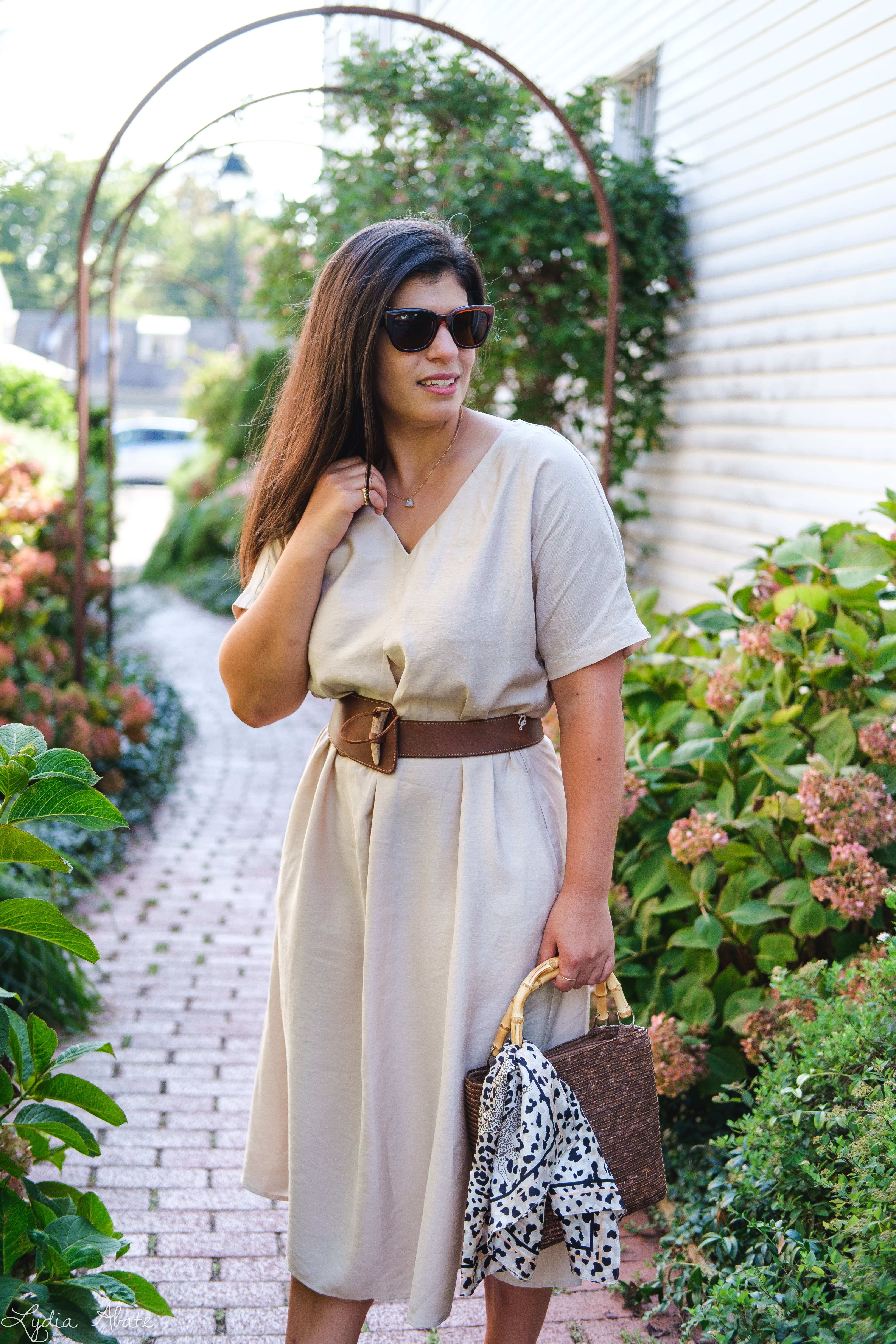 tan cotton dress, vintage banana republic belt, tortoise slide sandals, straw bag-10.jpg