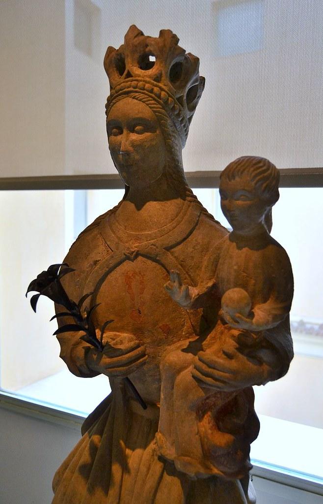 Mare_de_Déu_amb_xiquet,_Museu_Nacional_de_Ceràmica_i_de_les_Arts_Sumptuàries_Gonzàlez_Martí